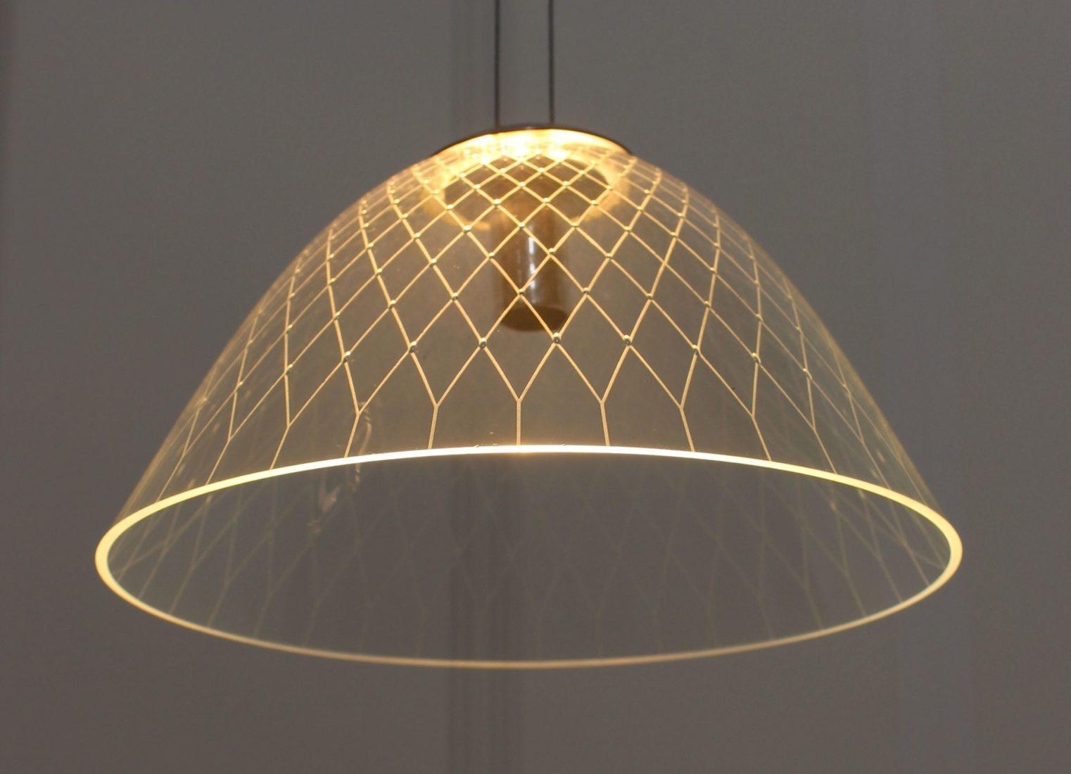 francoise Bolli luminaire avec triangles