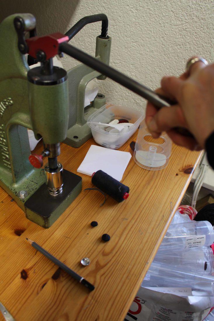 Atelier Casaquin Lausanne machine à recouvrir les boutons