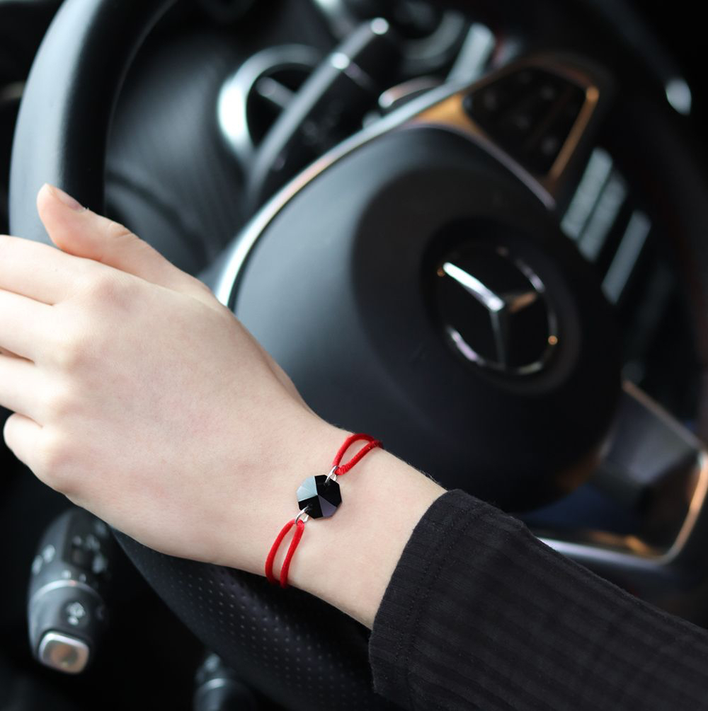 MV Vessiere Baccarat bracelet rouge cristal noir élégance au volant