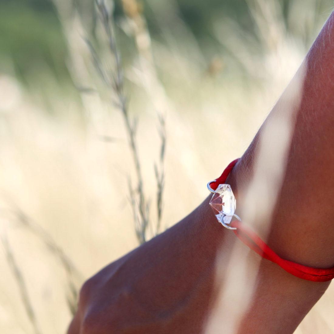 MV Vessiere Baccarat bracelet rouge cristal blanc élégance