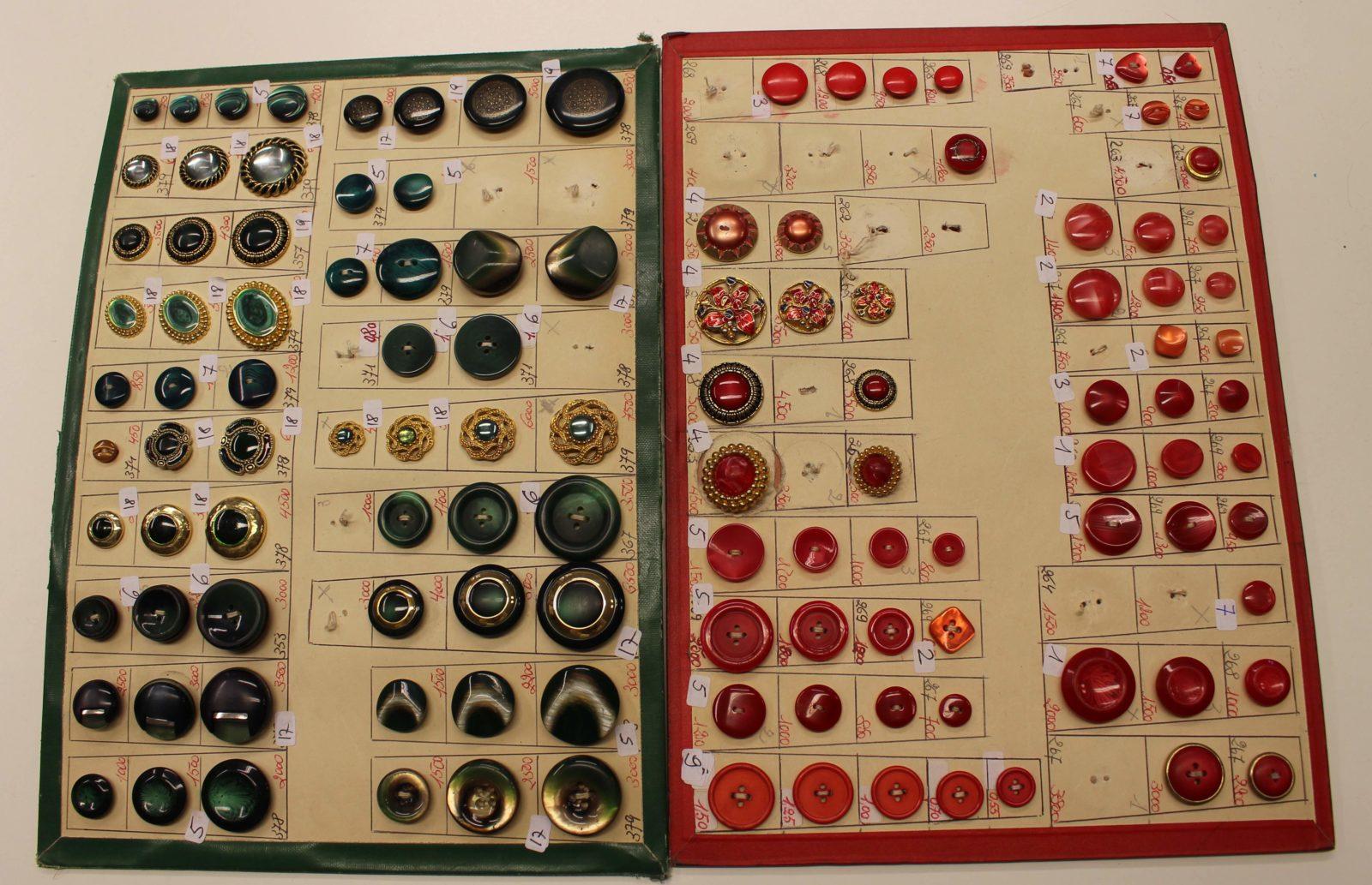 Atelier Casaquin Lausanne boutons sur cartons