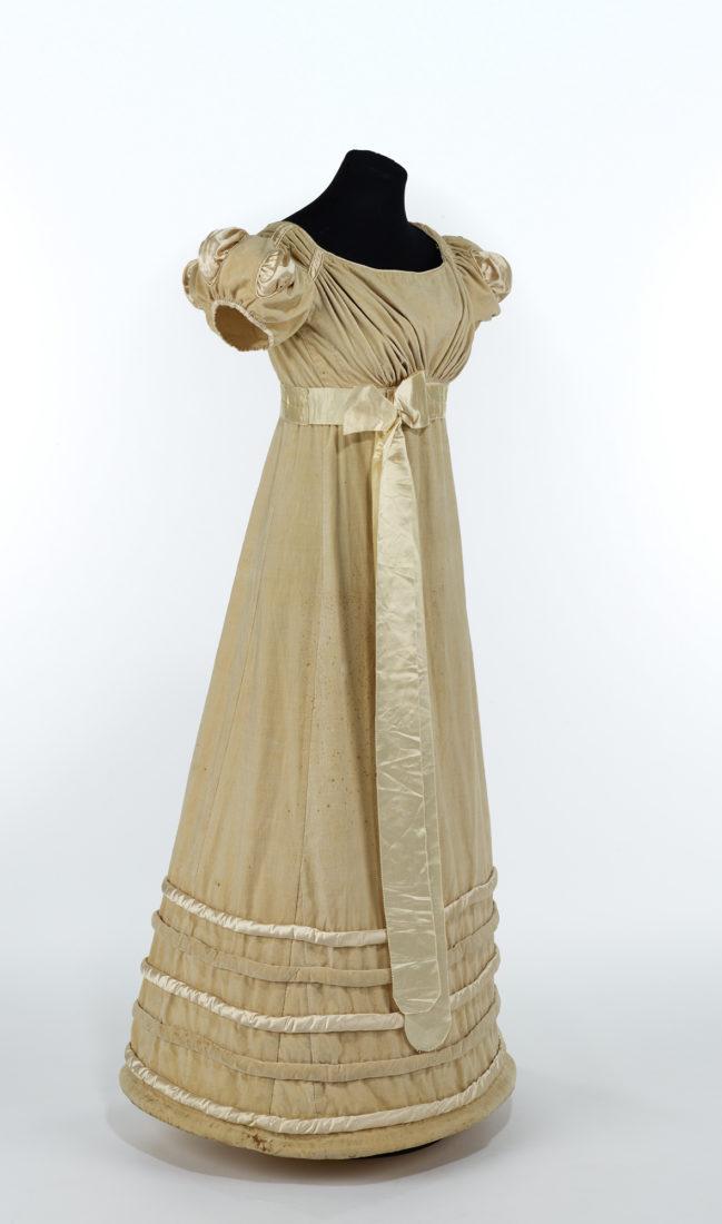 Musée historique Lausanne Robe en velours crème