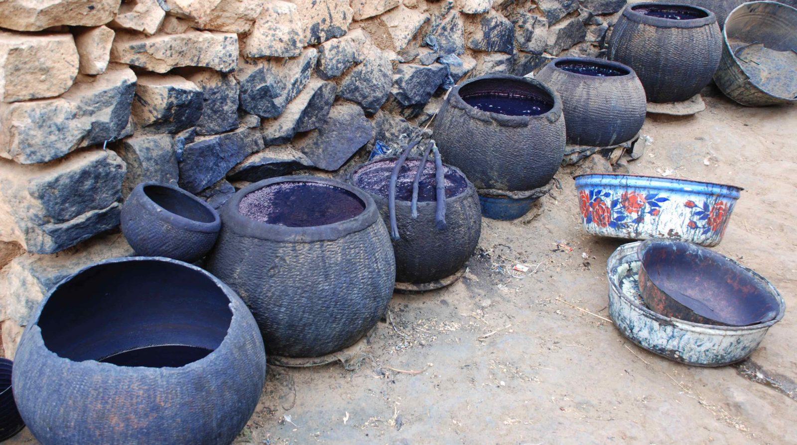 Musée de Bourgoin-Jallieu - exposition Indigo pots et couleur bleue