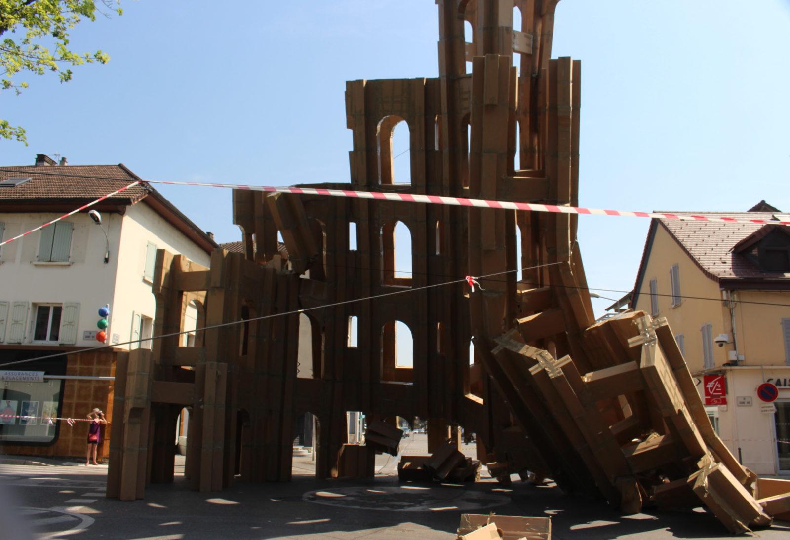 Ferney-Voltaire le château en carton s'effondre