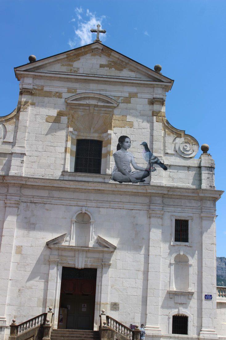 Annecy 2019 Il y a des fleurs partout Mannstein & Vill fillette pigeon