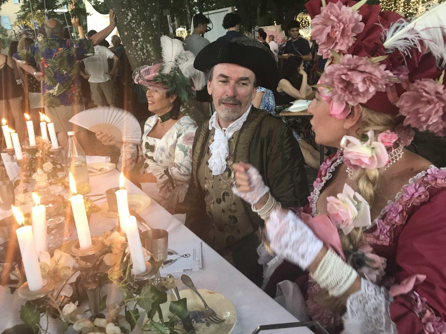 Fête à Ferney-Voltaire 2019 comédiens à table