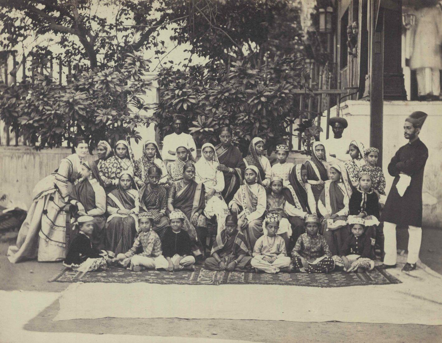Famille avec des employés indiens