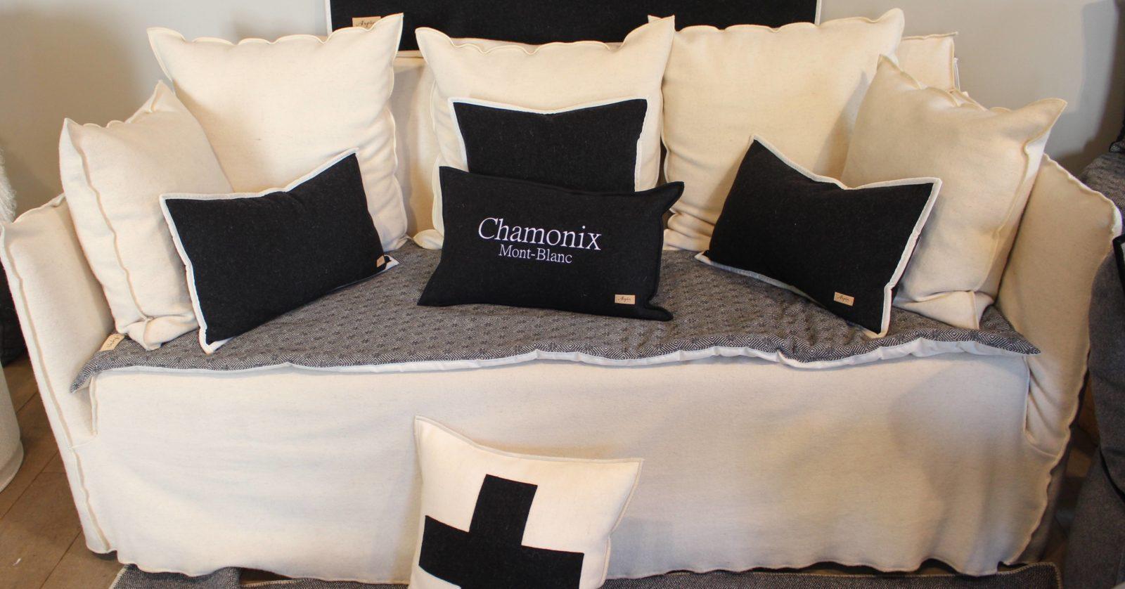 boutique Arpin canapé coussins Chamonix