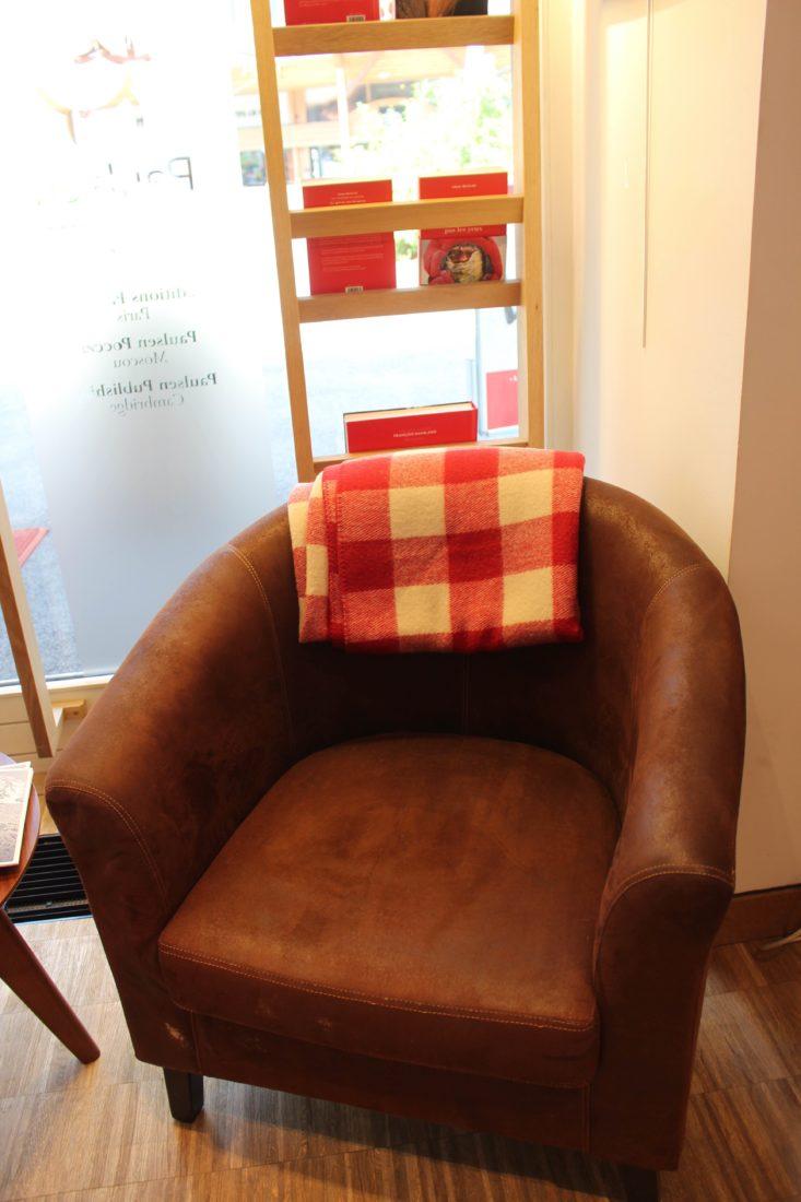 Chamonix Guérin fauteuil avec couverture rouge