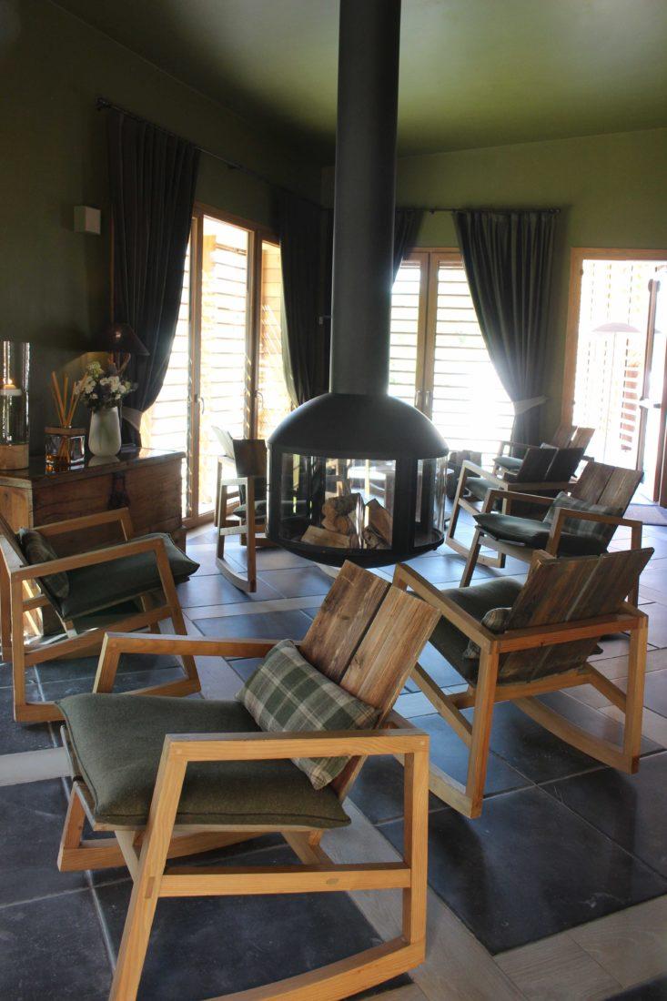 QC Terme Chamonix salon avec poële