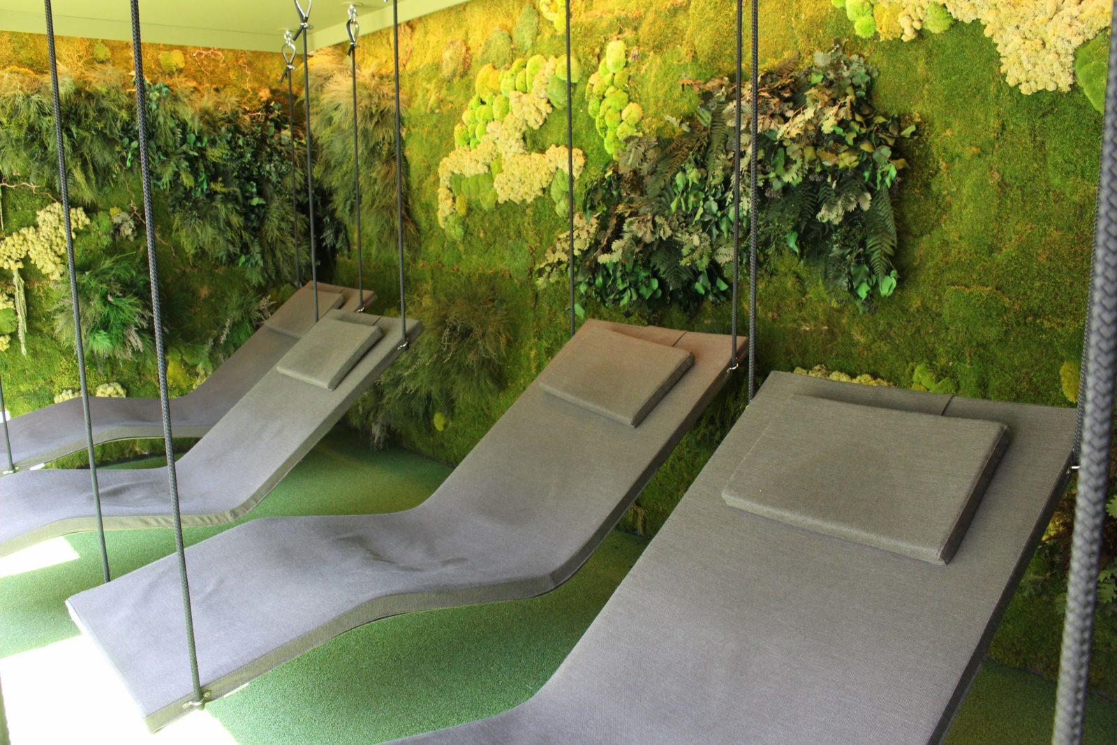 QC Terme Chamonix lits suspendus décor végétal