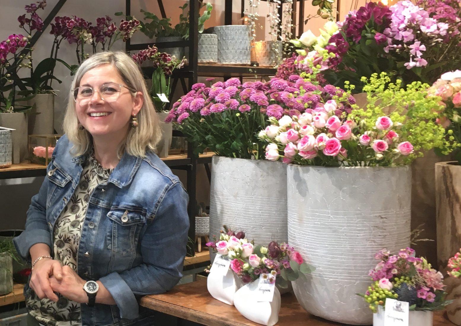Chamonix Sabine Masson dans sa boutique de fleurs