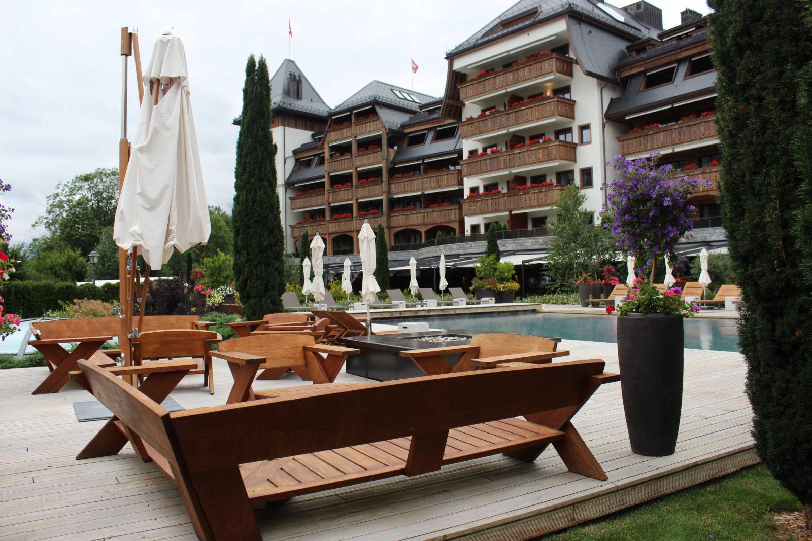 Hôtel Alpina Gstaad vu du parc