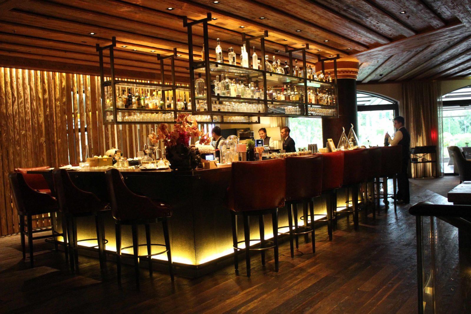 Hôtel Alpina Gstaad bar