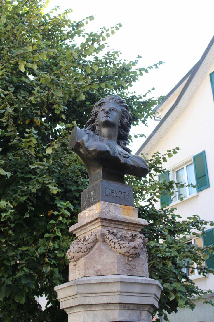 LA TOUR-DE-PEILZ Courbet Buste Helvetia