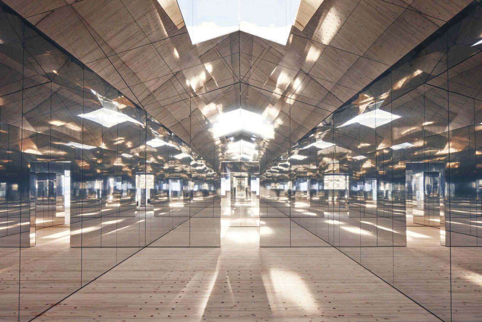 Mirage Gstaad Doug Aitken intérieur lumières