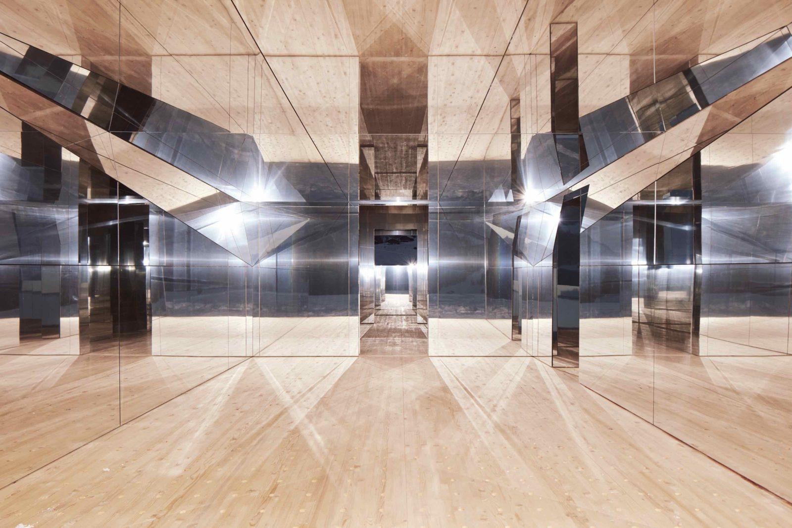 Mirage Gstaad Doug Aitken intérieur kaleidoscope