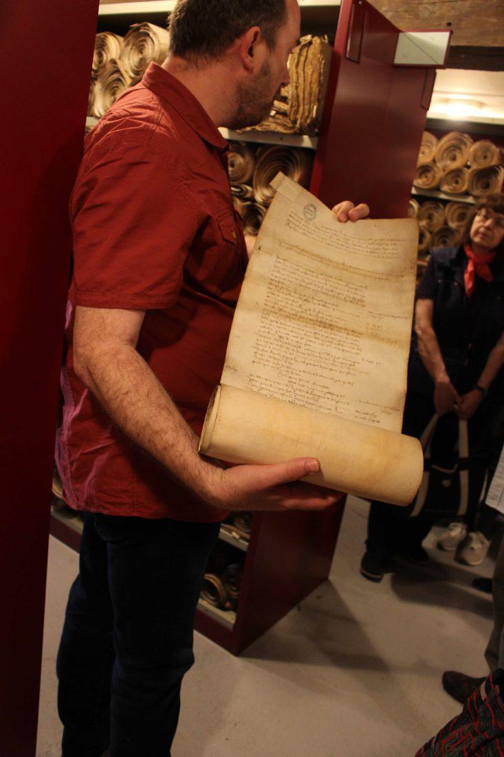 Archives départementales Côte-d'Or présentation de rouleau