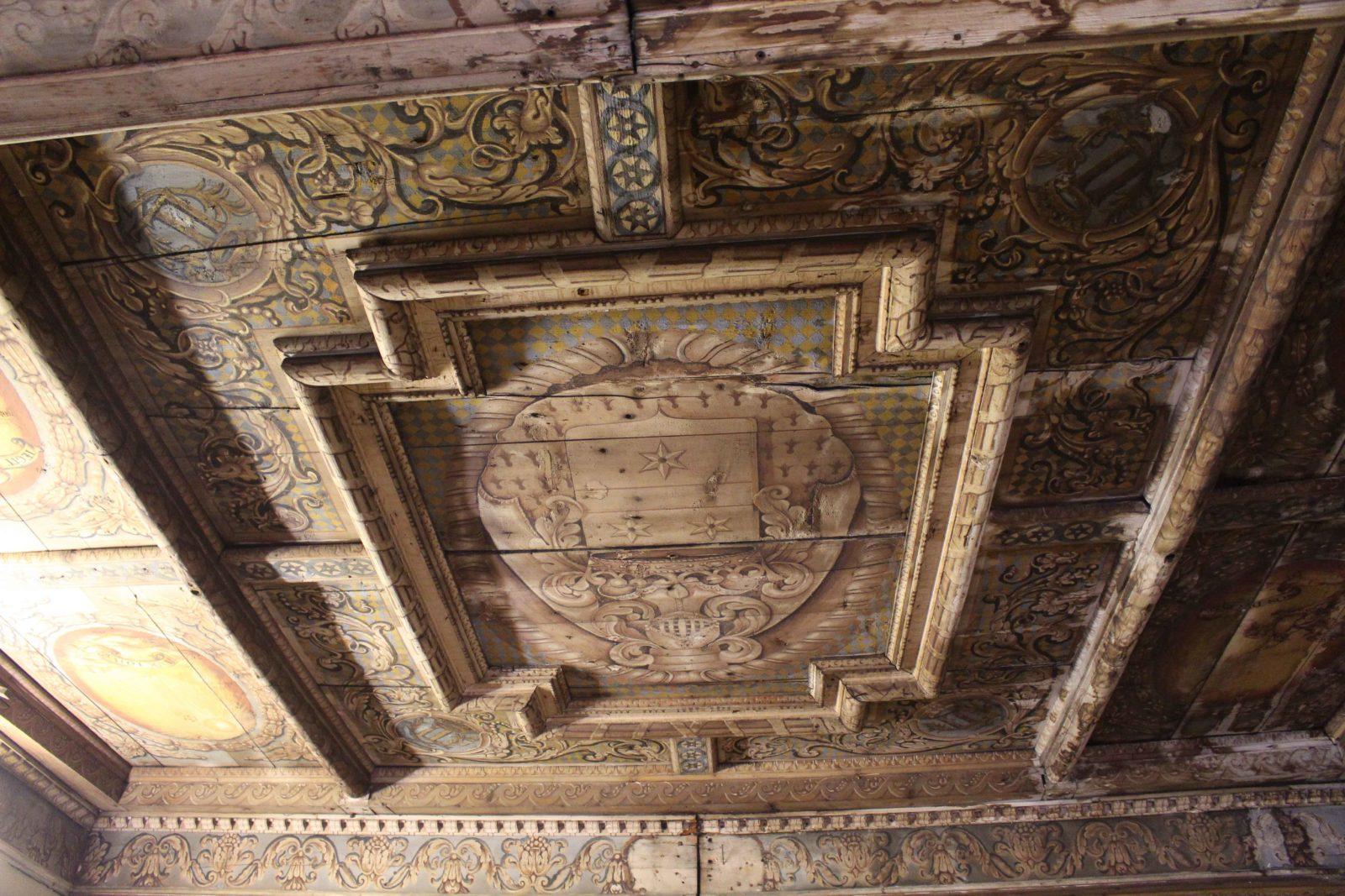 Archives municipales de Dijon plafond en bois peint