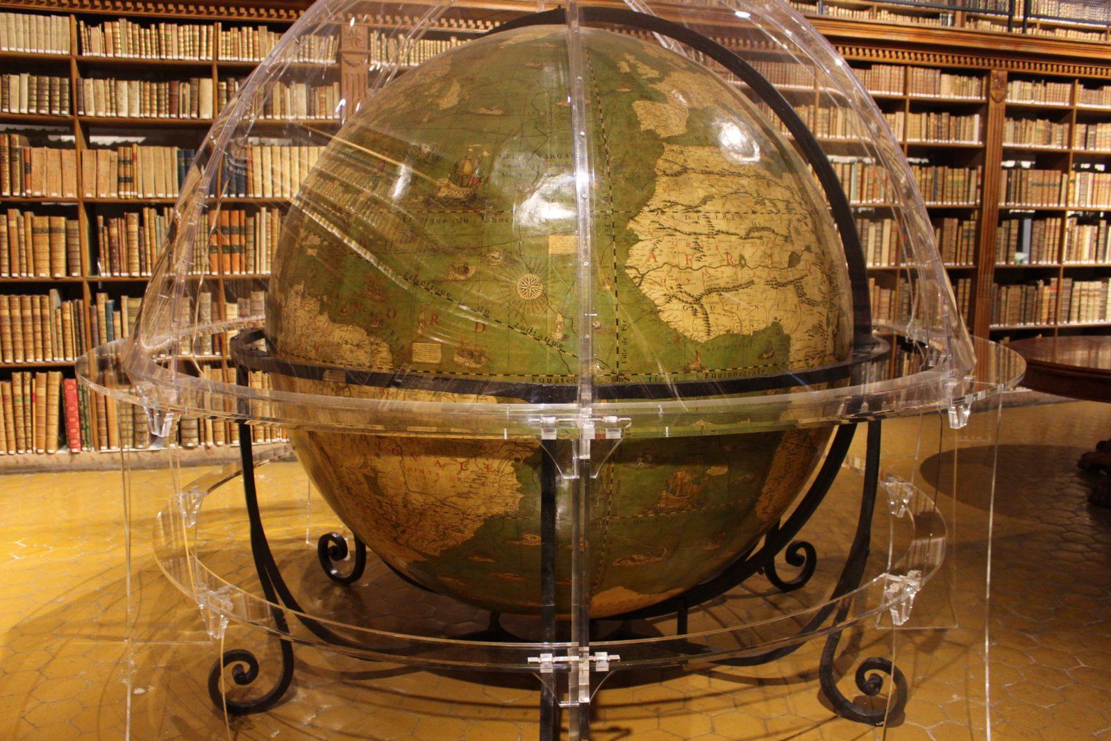 Archives municipales de Dijon globe terrestre