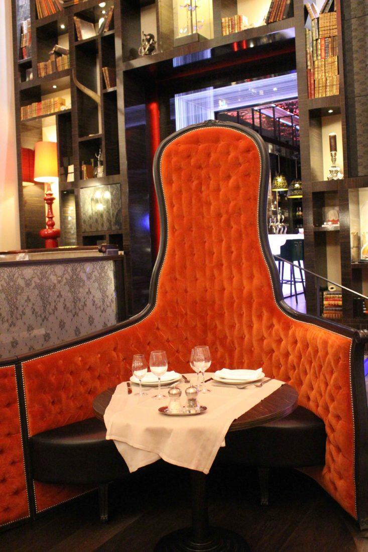 Aix-les-Bains Brasserie du Casino fauteuil rouge