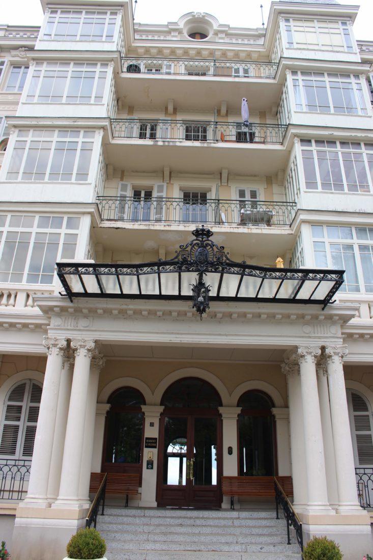 Aix-les-Bains, le Splendide entrée avec marquise