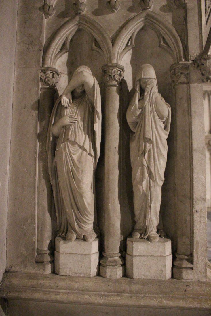 Abbaye d'Hautecombe intérieur - statues pleureuses