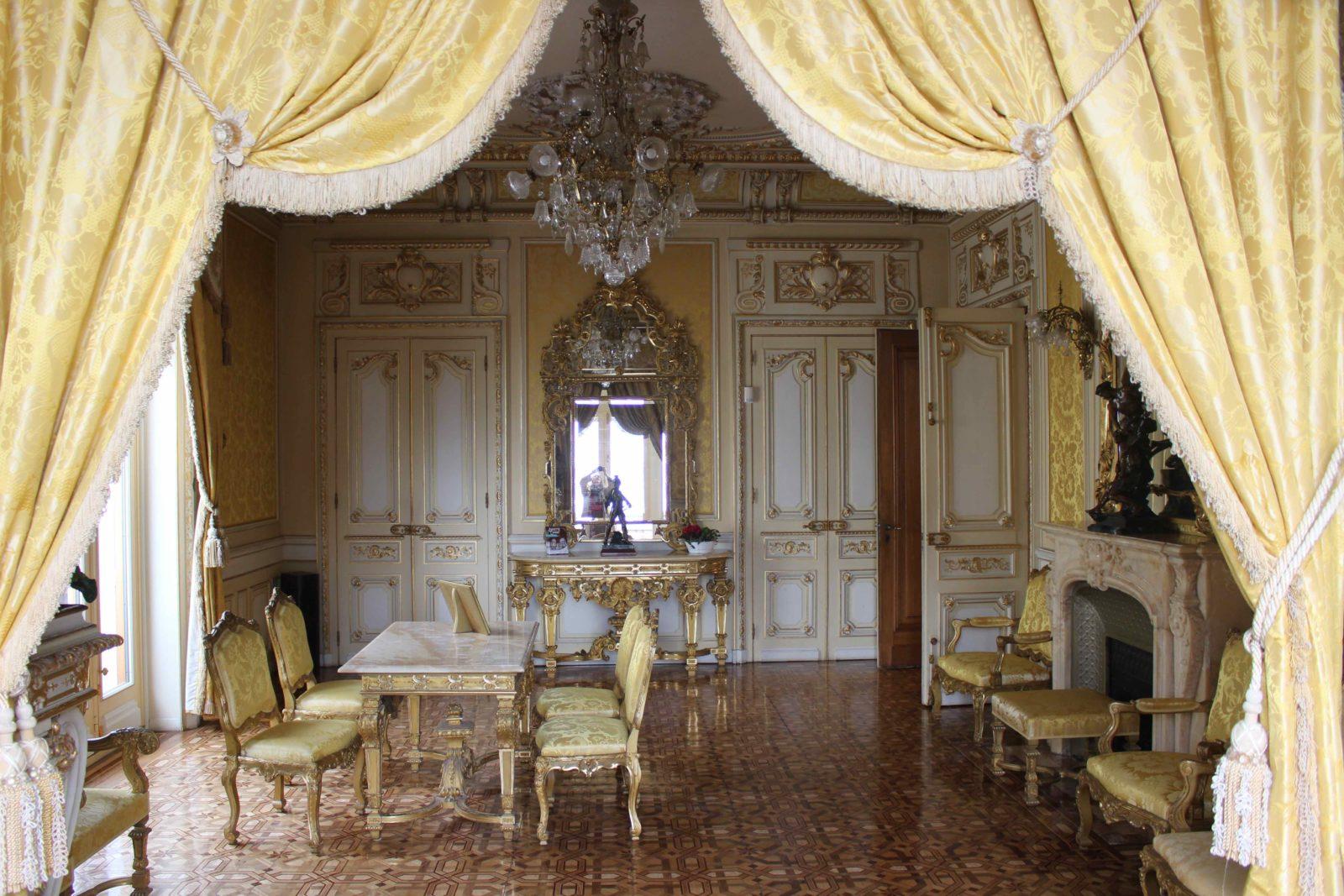 Evian Hôtel de ville salle des mariages
