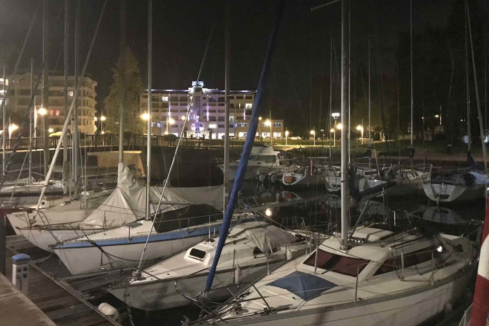Aix-les-Bains la Marina de nuit