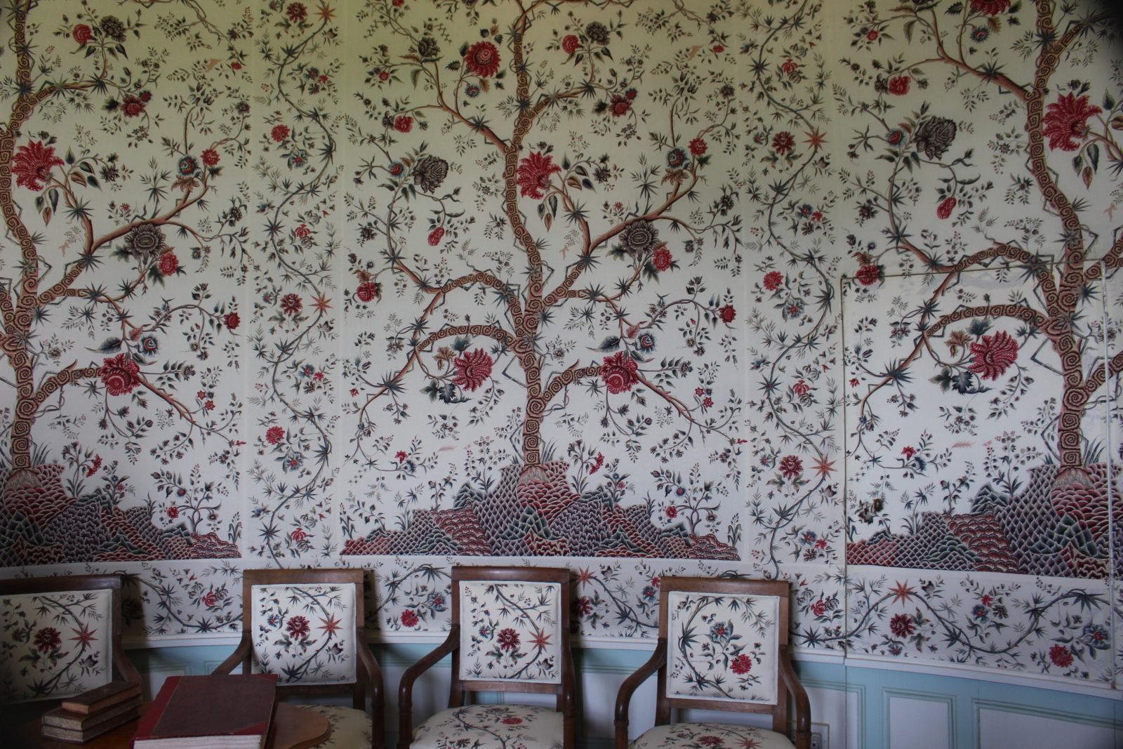 Bussy-Rabutin salon - tissu et papier peint assortis