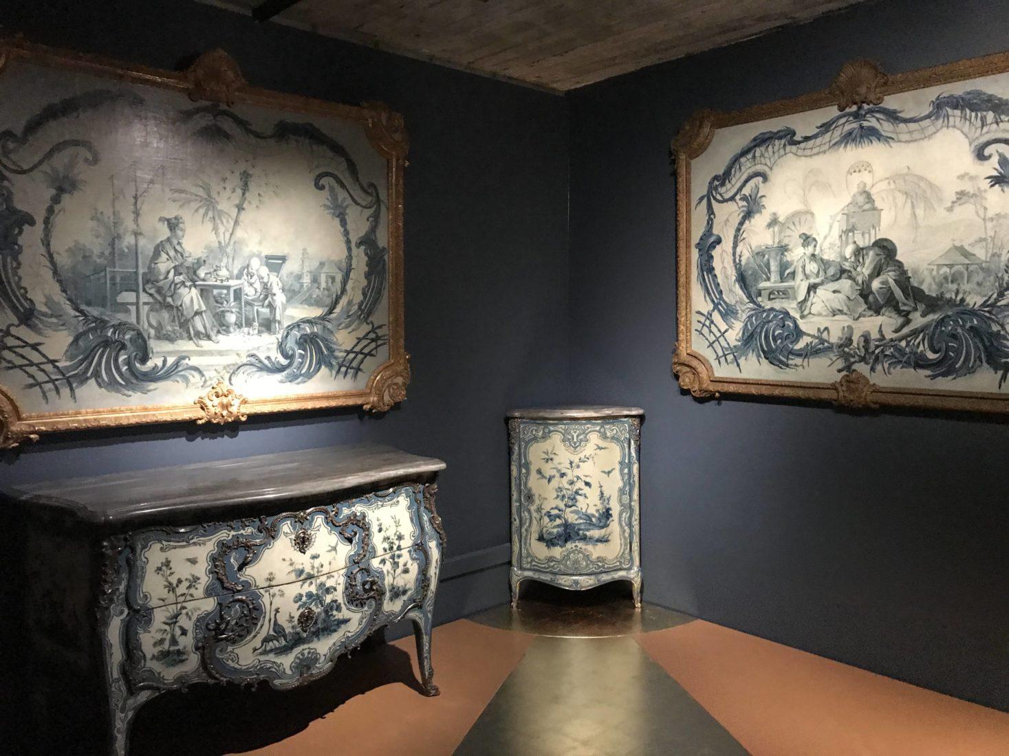 décor bleu et blanc du château de Choisy