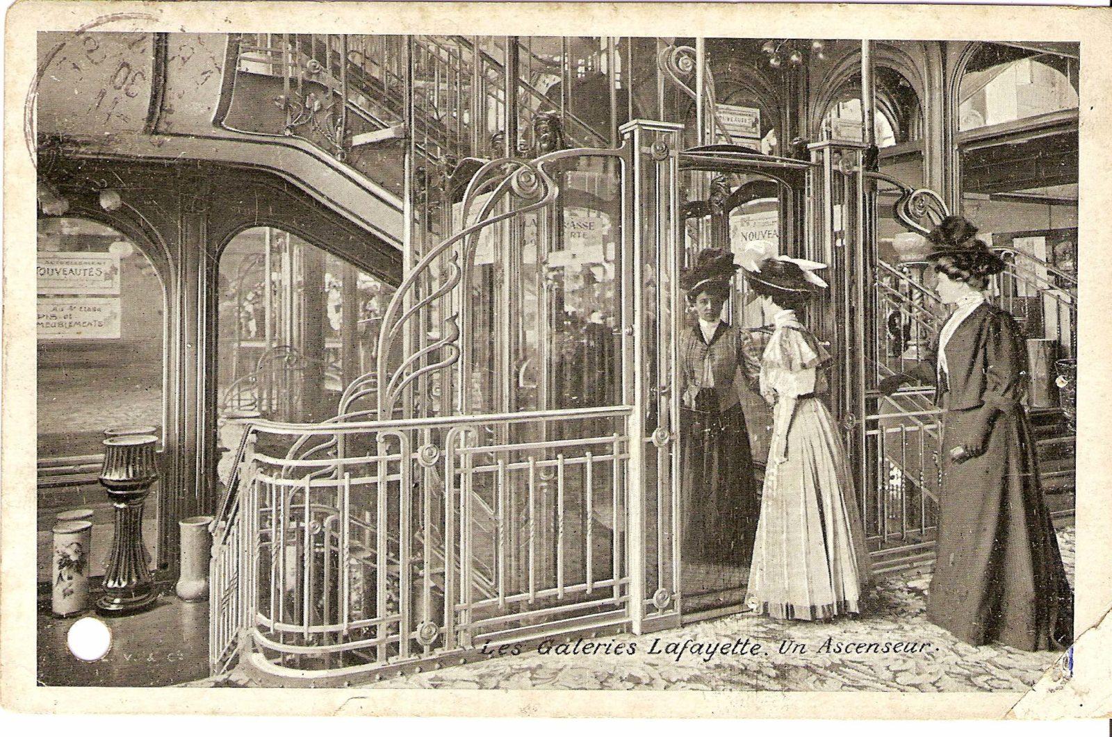 Galeries Lafayette Paris Haussmann -un ascenseur