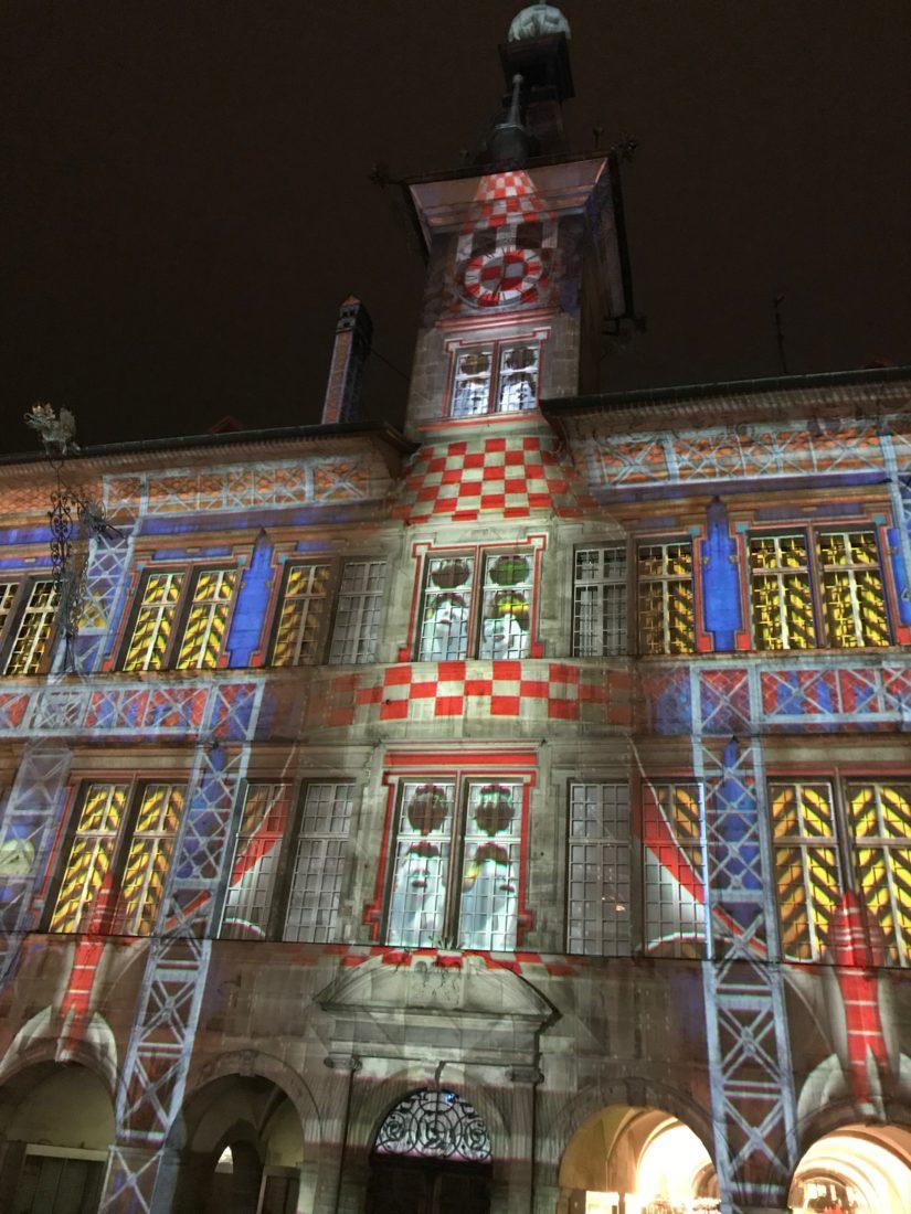 Lausanne ~ Place de la Palud hôtel de ville illuminé couleurs