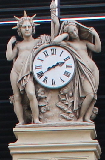 Nantes passage Pommeraye horloge