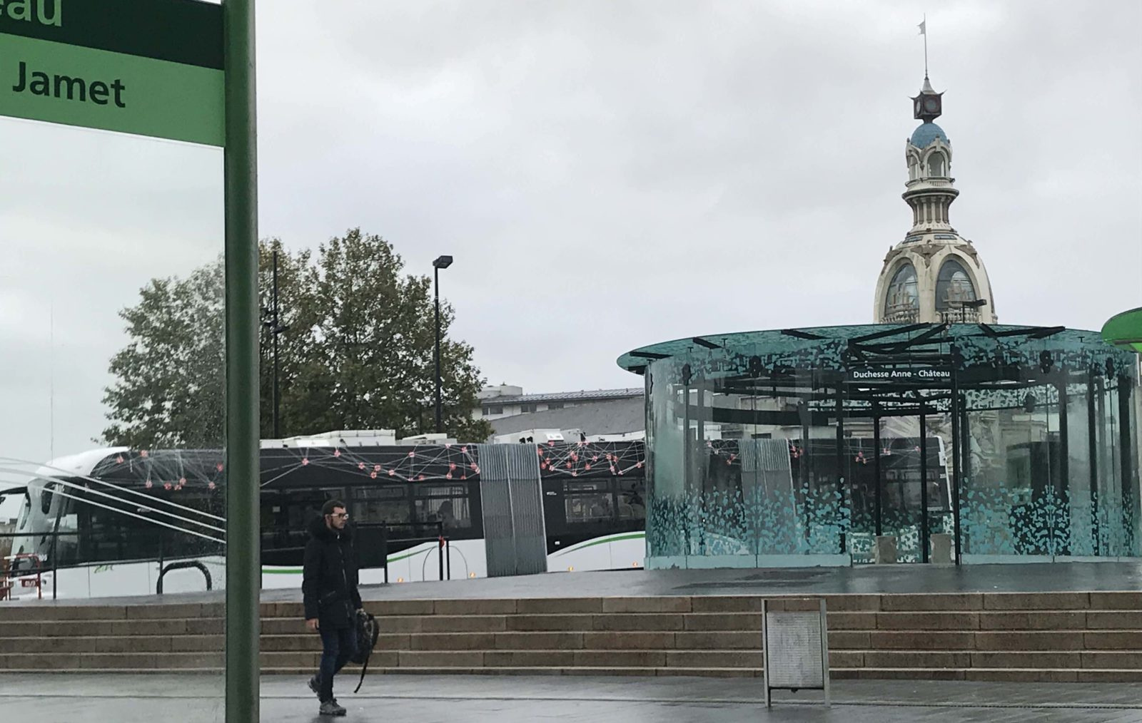 Nantes ~ La Tour LU depuis arrêt de tram