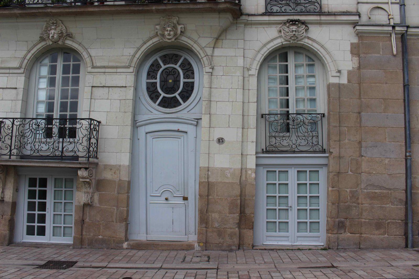 Nantes, façade quai de la Fosse - détail