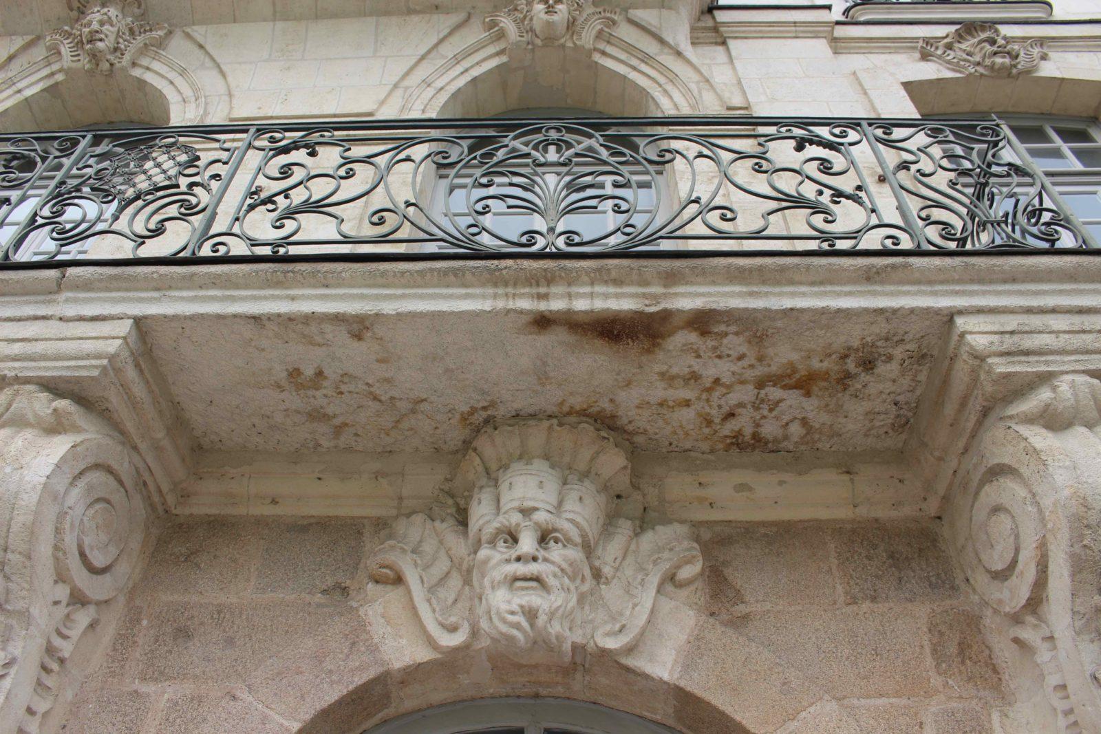 Nantes, façade quai de la Fosse - balcon