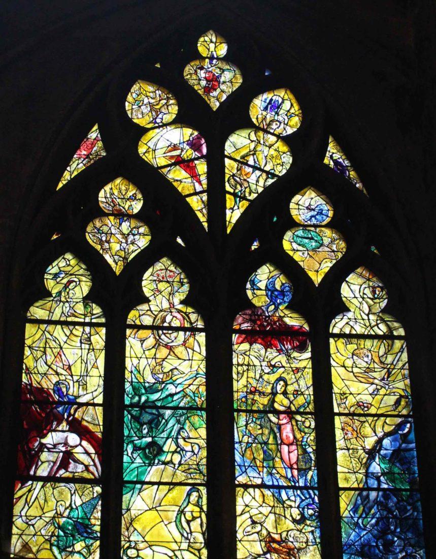 Metz cathédrale vitrail jaune Marc Chagall