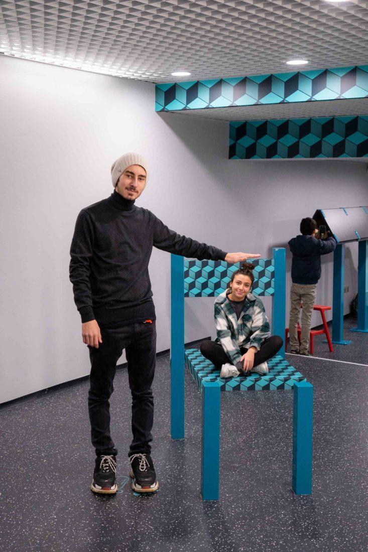 Paris Musée de l'Illusion - chaise Beuchet