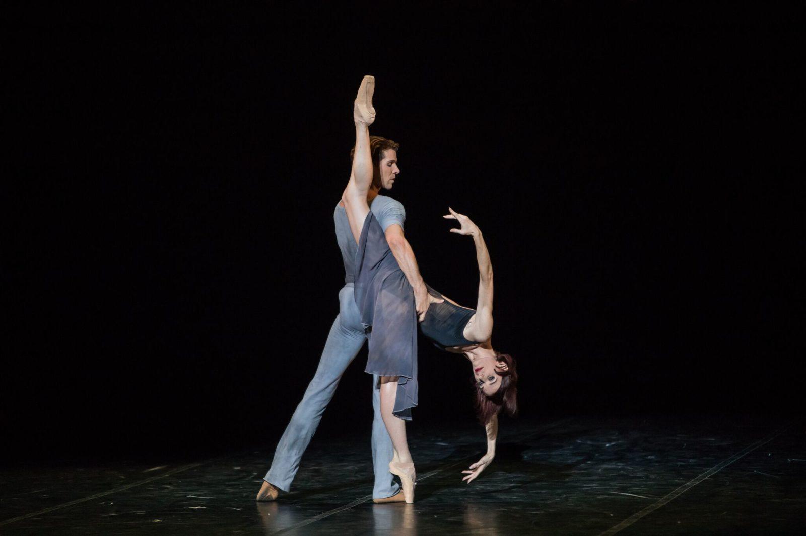 Béjart Ballet Lausanne palais des Congrès Paris pas de deux