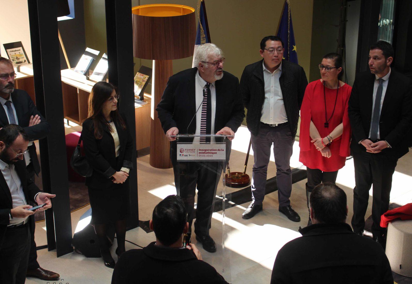 médiathèque de Ferney-Voltaire Daniel Raphoz, le maire