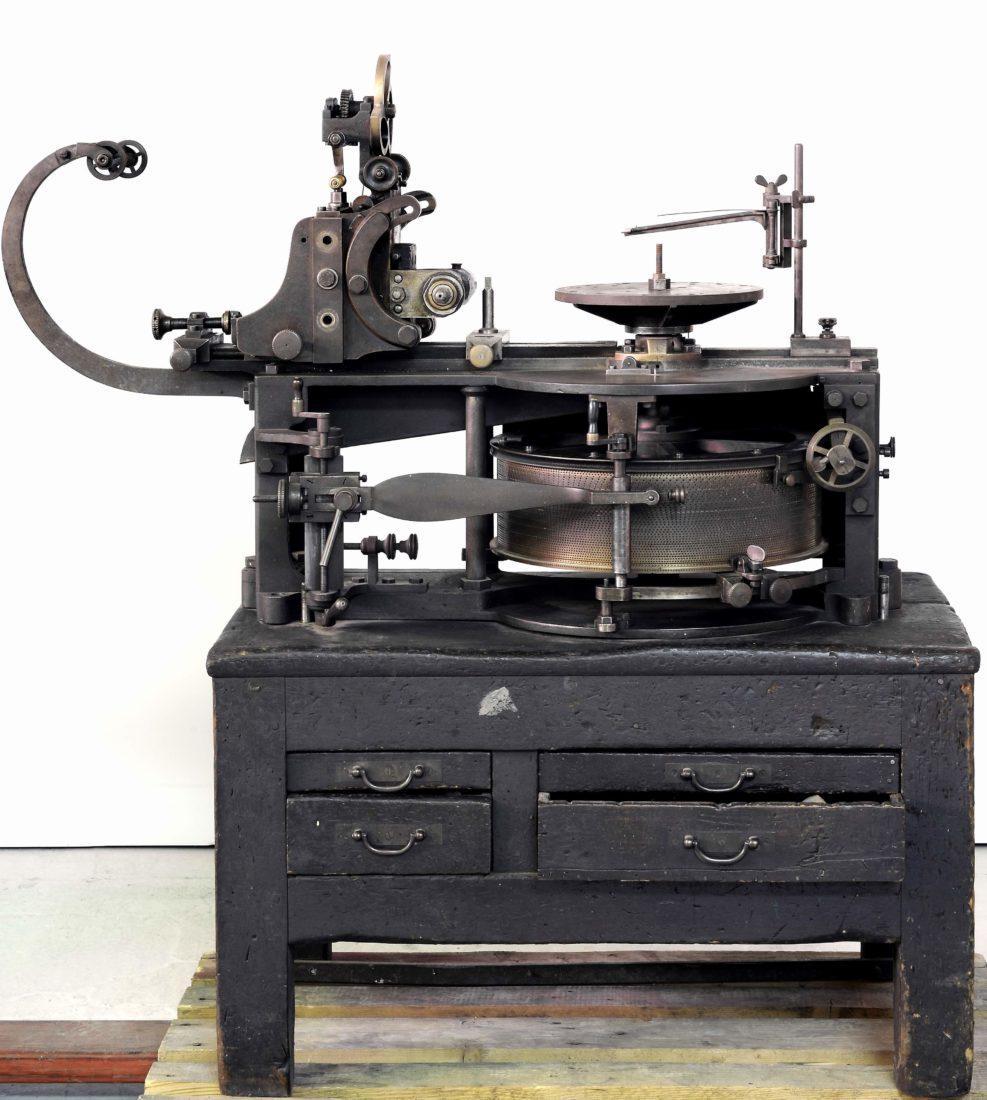 Jean-Baptiste Schwilgué (1776-1856). Machine à tailler les roues.