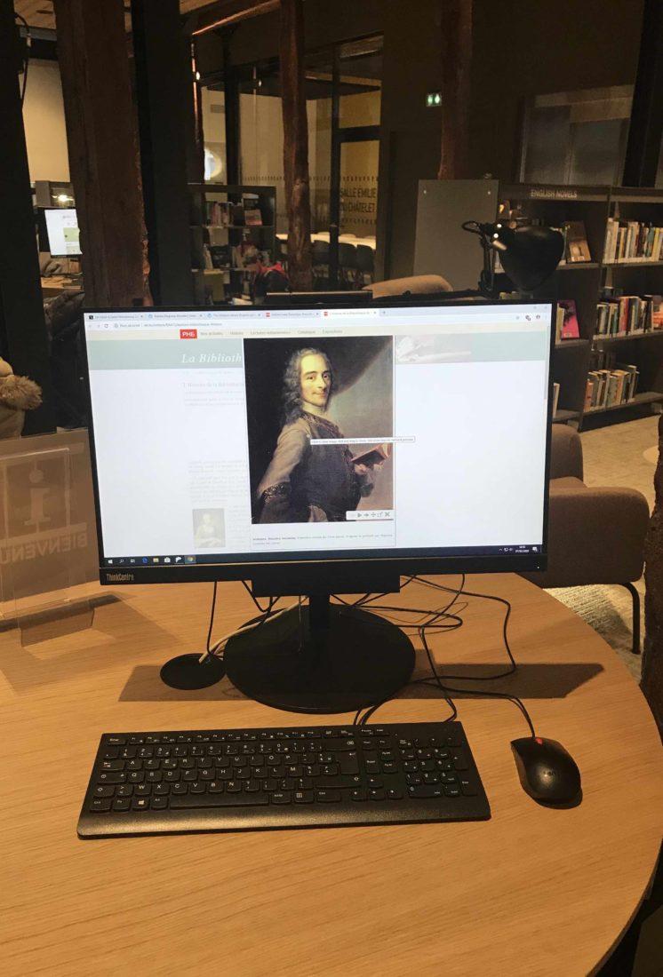 médiathèque de Ferney-Voltaire Voltaire sur ordinateur