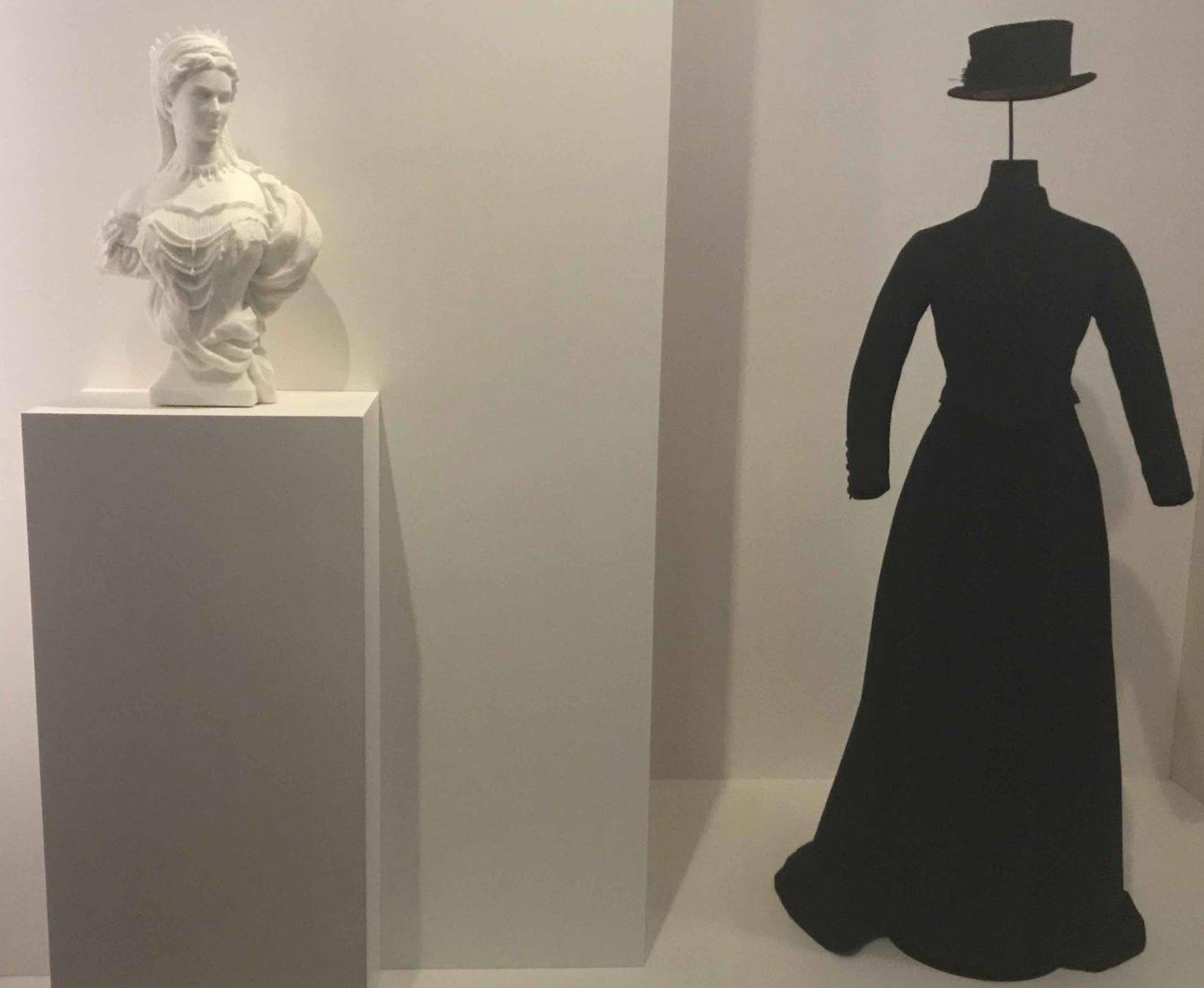 Marcello - Elisabeth, impératrice d'Autriche, costume amazone et buste