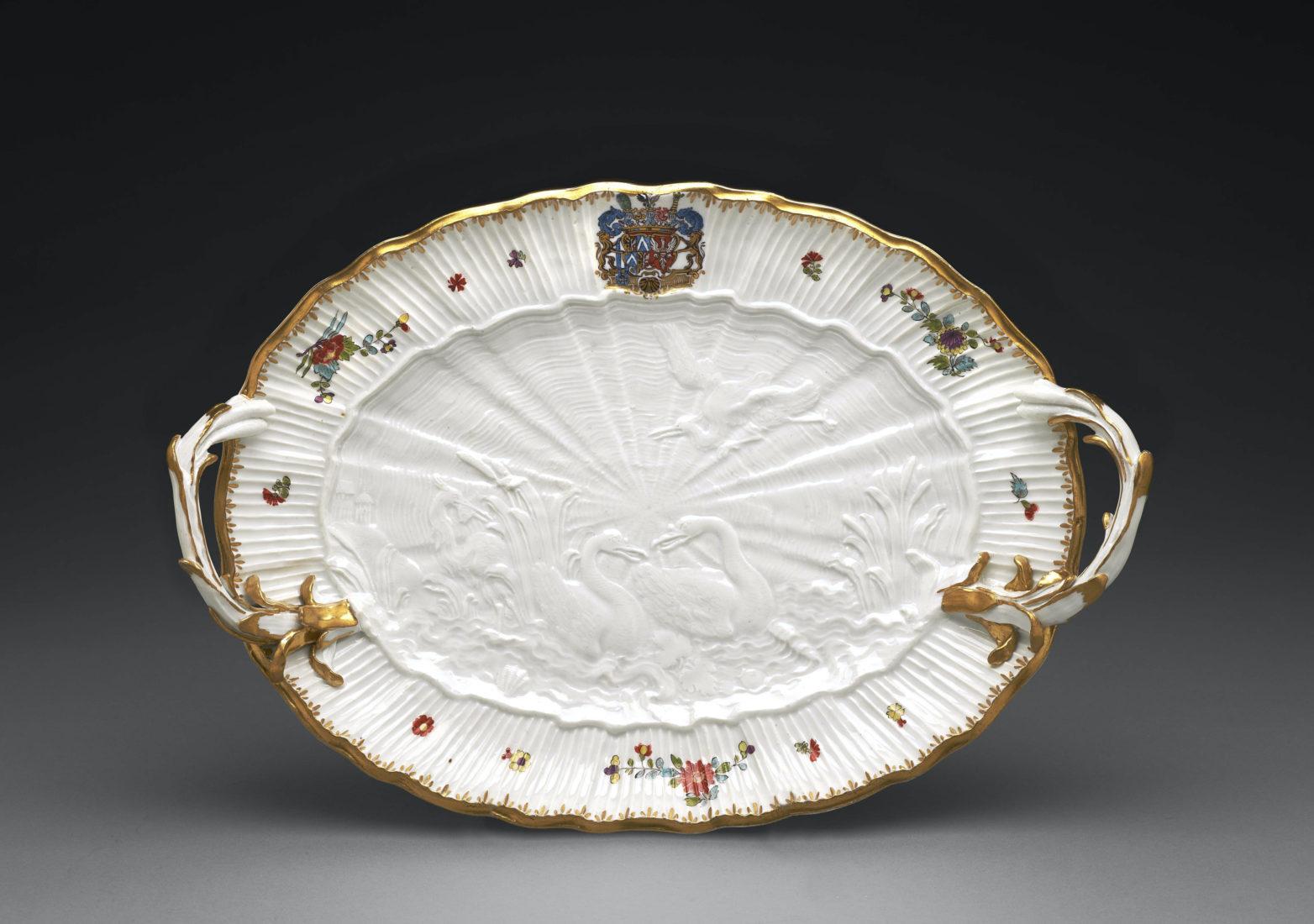 Ariana Meissen • Folies de porcelaine Plat (Service aux cygnes