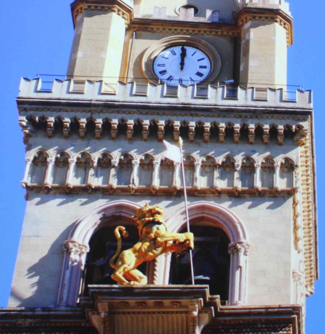 Messine Horloge astronomique Le lion rugit