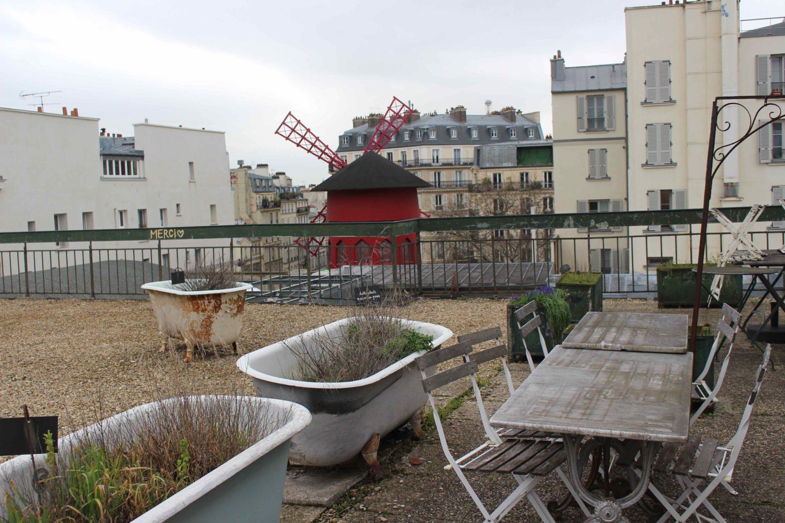 Cité Véron Paris terrasse Boris Vian Prévert - Moulin Rouge