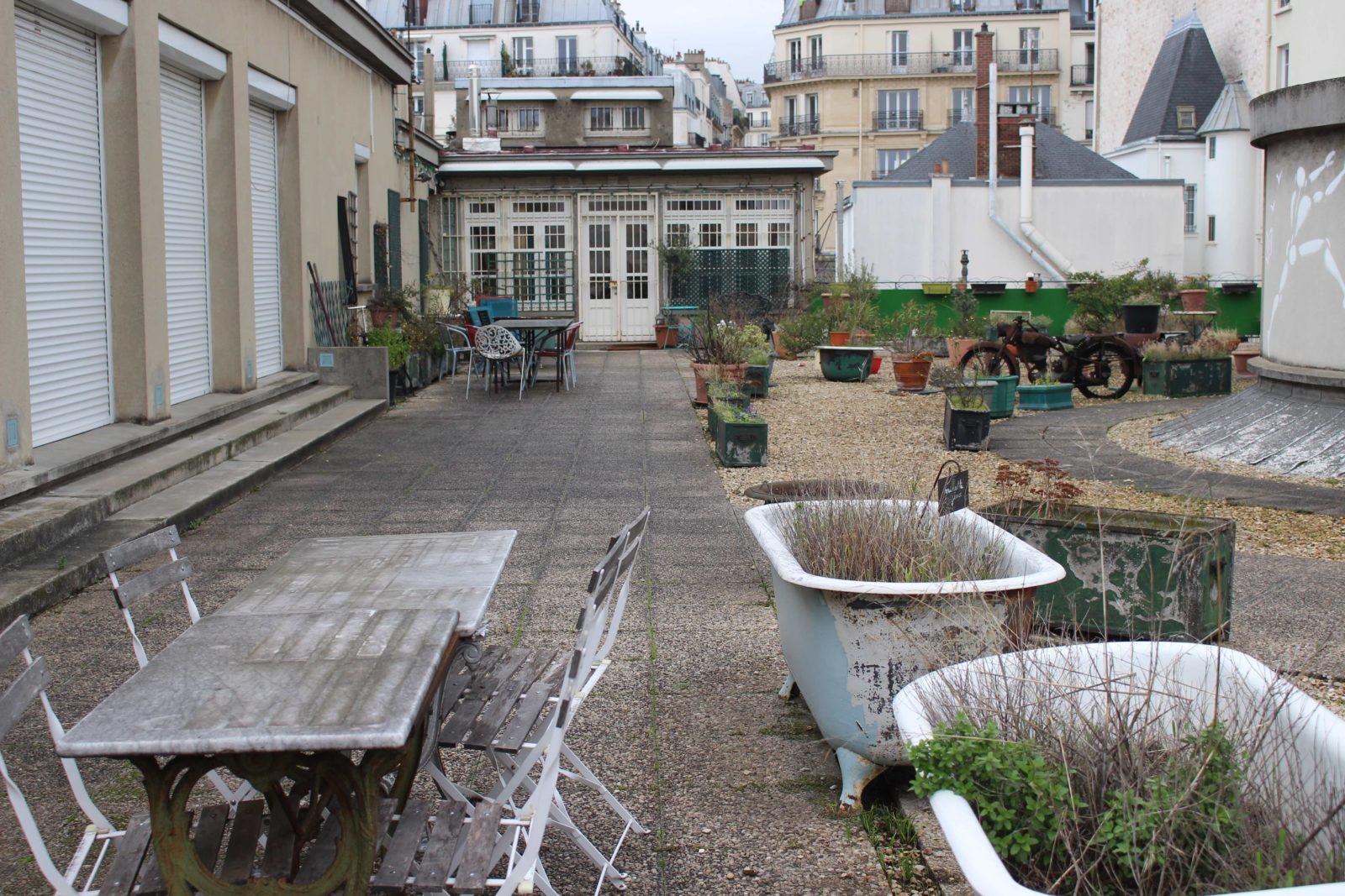 Cité Véron Paris terrasse Boris Vian Prévert