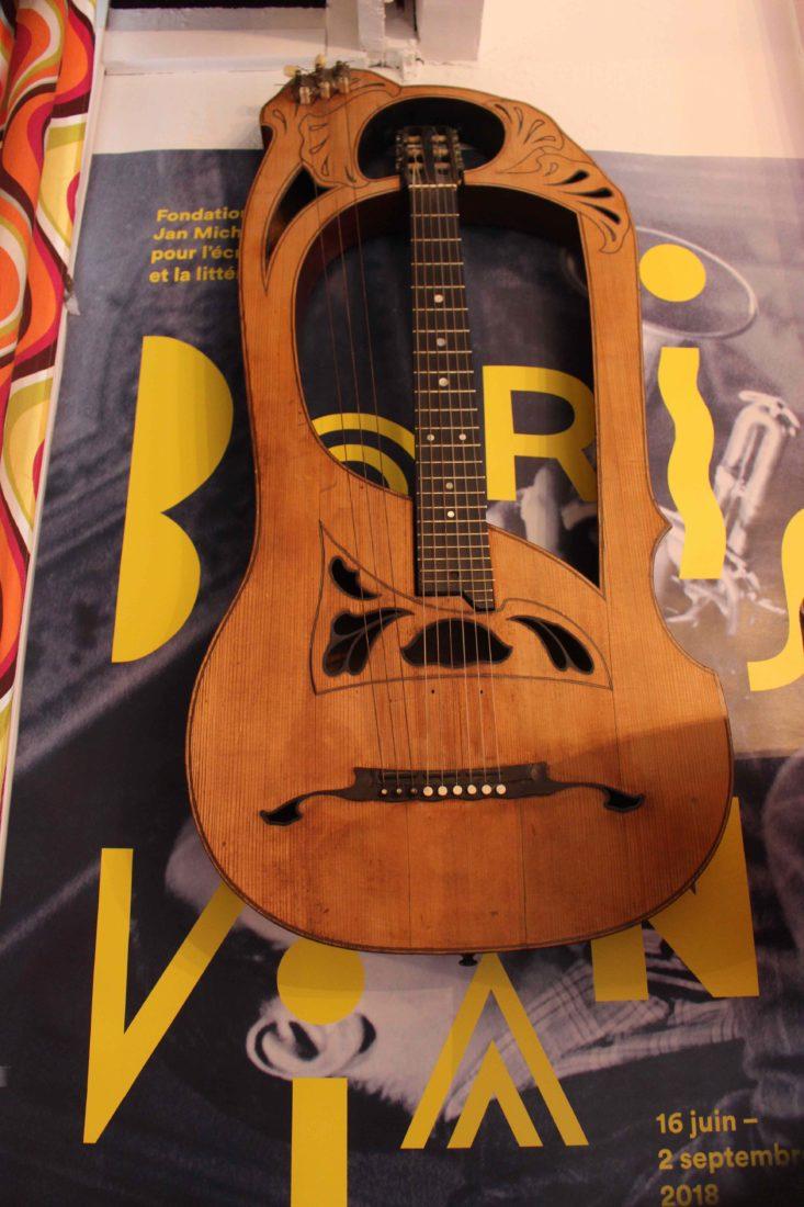 Cité Véron la guitare lyre de Boris Vian