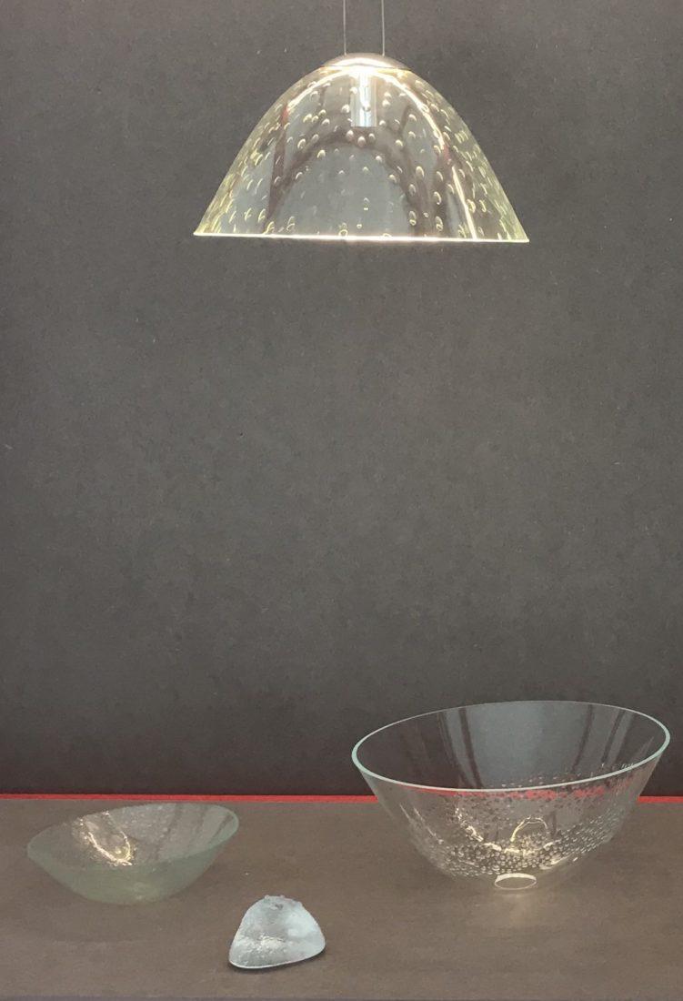 lustre et plats en verre de Françoise Bolli